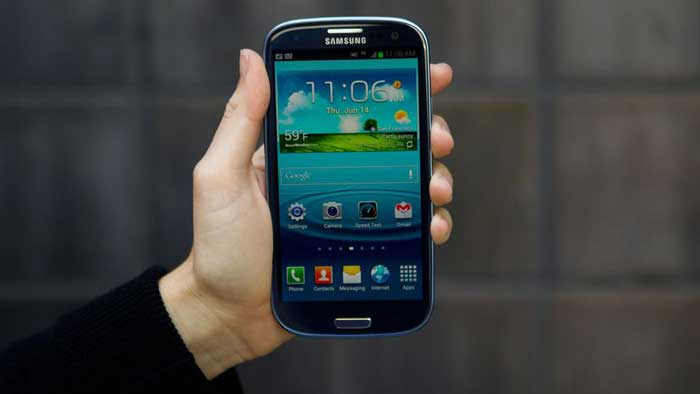 Troubleshooting Samsung Galaxy S3 front held in hand