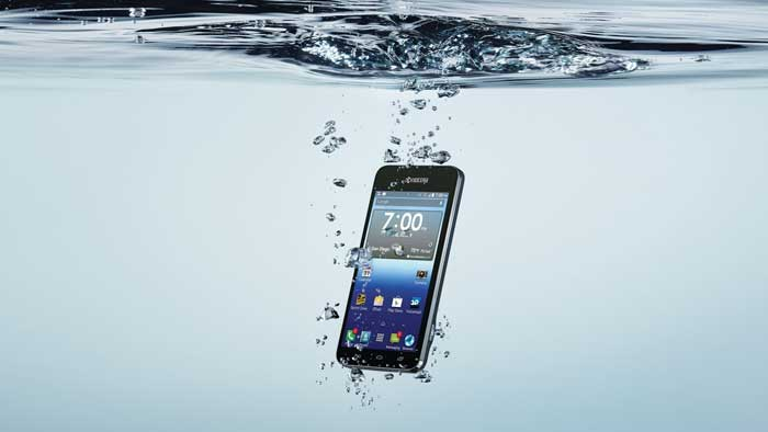 Hydro smartphone taking a plunge into water