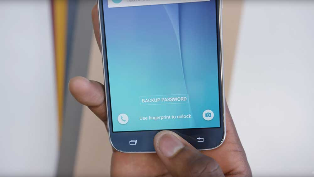 Samsung Galaxy S6 being logged on using a fingerprint scanner on home button