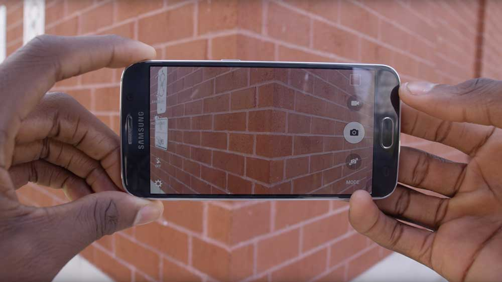 Samsung Galaxy S6 Taking an image of a brick wall
