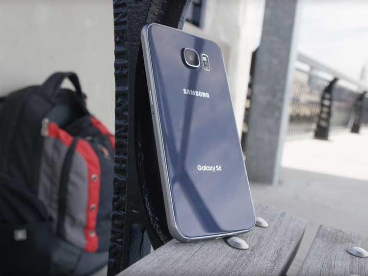 Samsung Galaxy S6 on a park bench