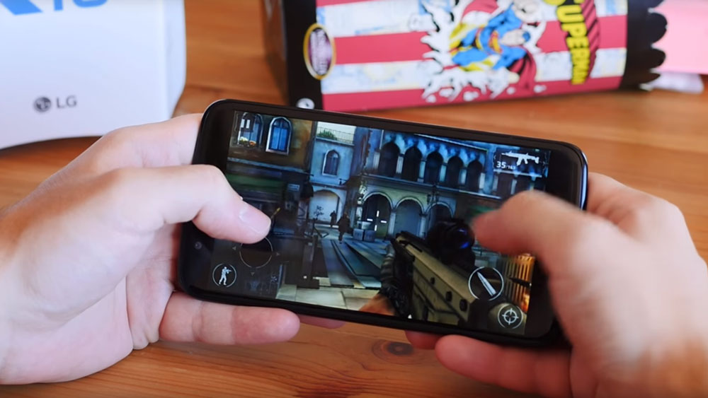 Hands playing game on LG K10