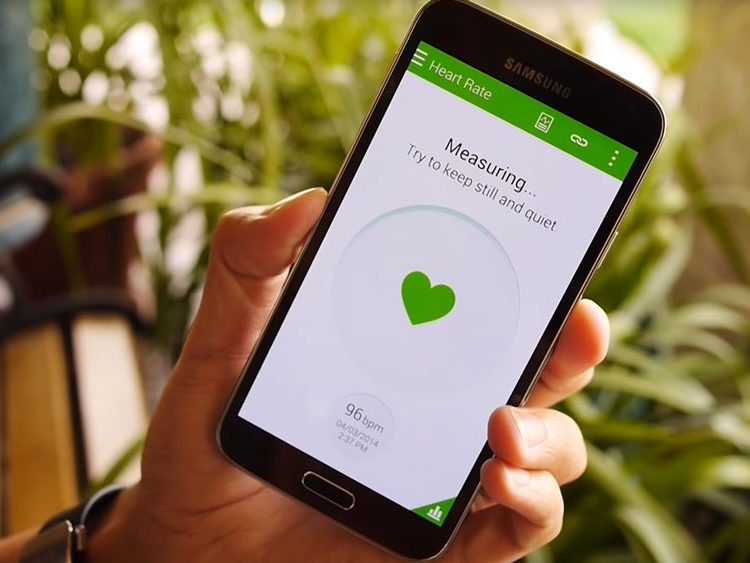 Samsung Galaxy S5 being used as a heartrate monitor