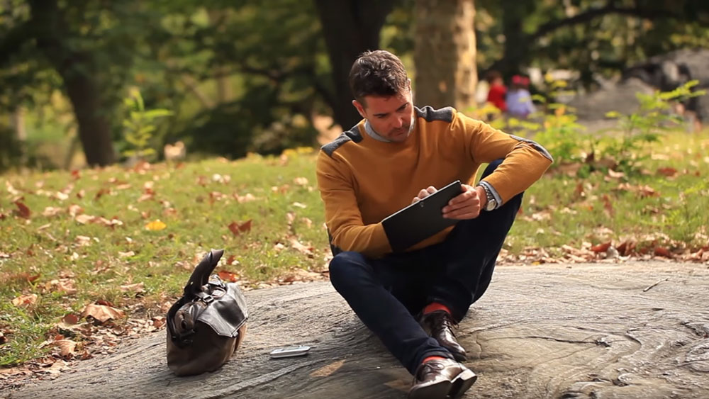 Man using the ZTE Velocity Hotspot while in the park