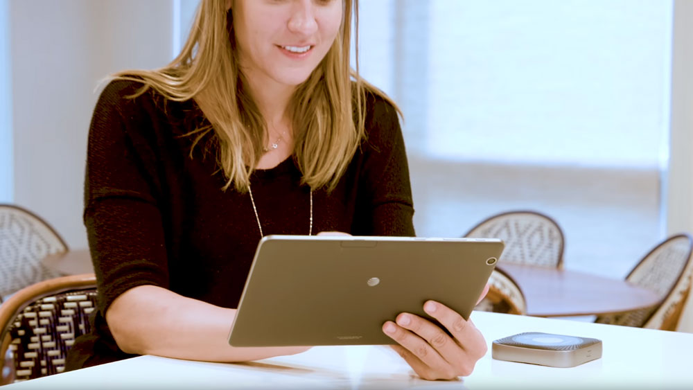 A Woman using her ipad via the Netgear Nighthawk