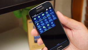 Holding Samsung Galaxy S4 Mini