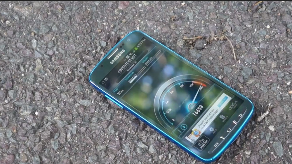 The Samsung Galaxy S4 Active on the ground