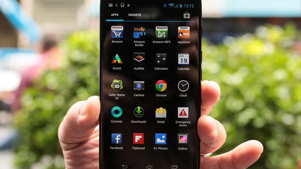 The Motorola Droid Ultra app menu, while held outdoors